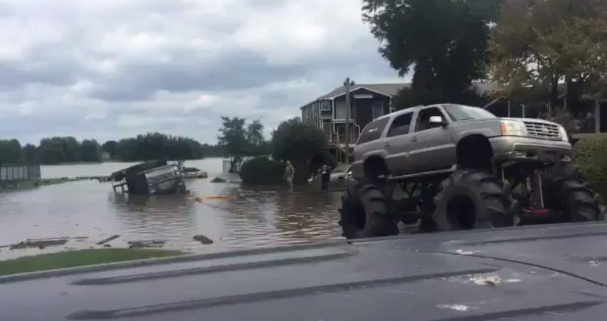 (WATCH) Monster truck pulls US Army vehicle out of flooded Texas waters Featured