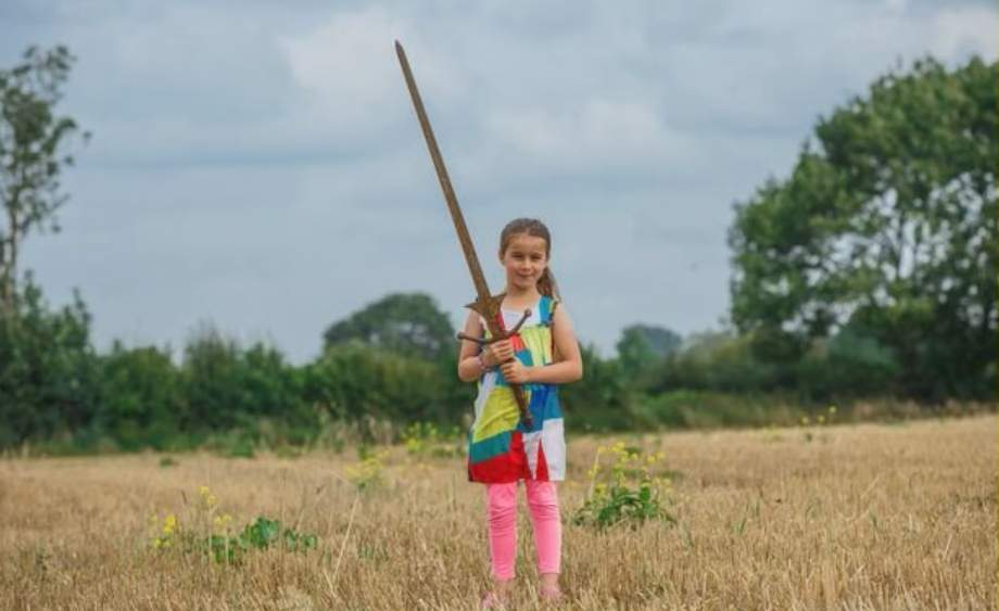 British girl finds massive sword in legendary lake where 'Excalibur' came from Featured