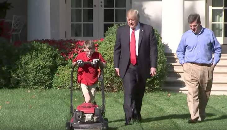 11-year-old boy mows White House lawn, tells President Trump he wants to be a Navy SEAL when he grows up Featured