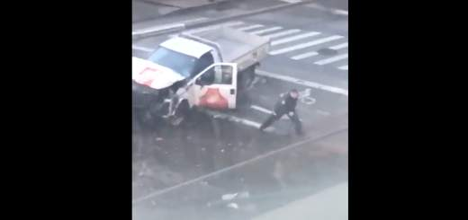 Screen Shot 2017 10 31 at 5.45.07 PM 520x245 - Here are the videos of NYPD officer tracking and apprehending NYC truck terrorist after shooting him