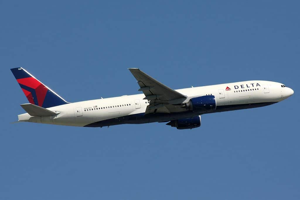 Passengers panic as Delta flight plunges nearly 30,000 feet in under 8 minutes