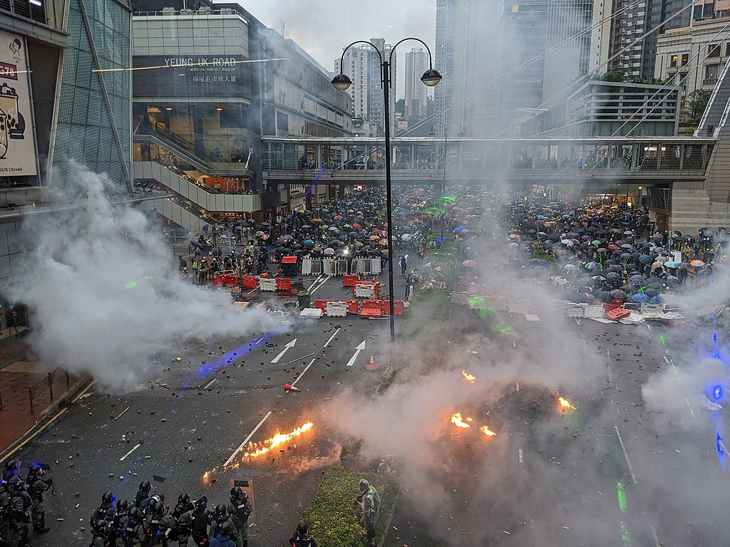 Police union calls for use of live ammunition amid growing violence in Hong Kong