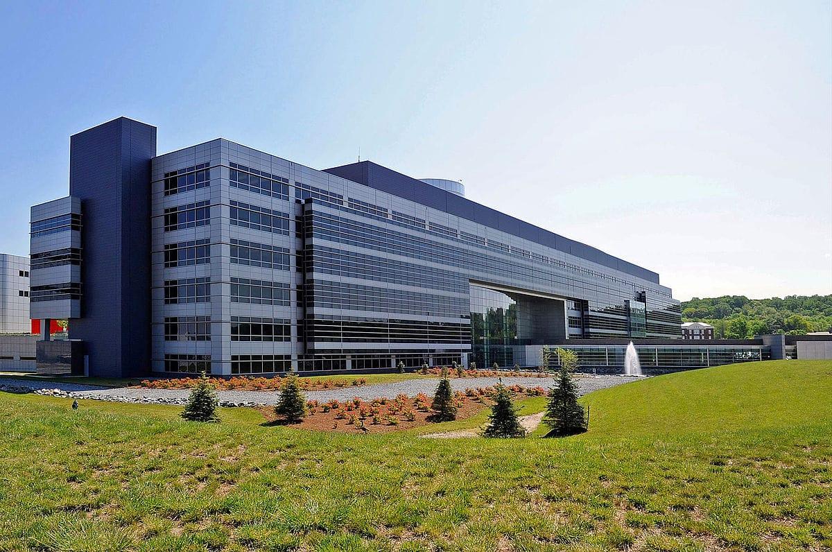 Intelligence employee pleads guilty to leaking classified info to journalists
