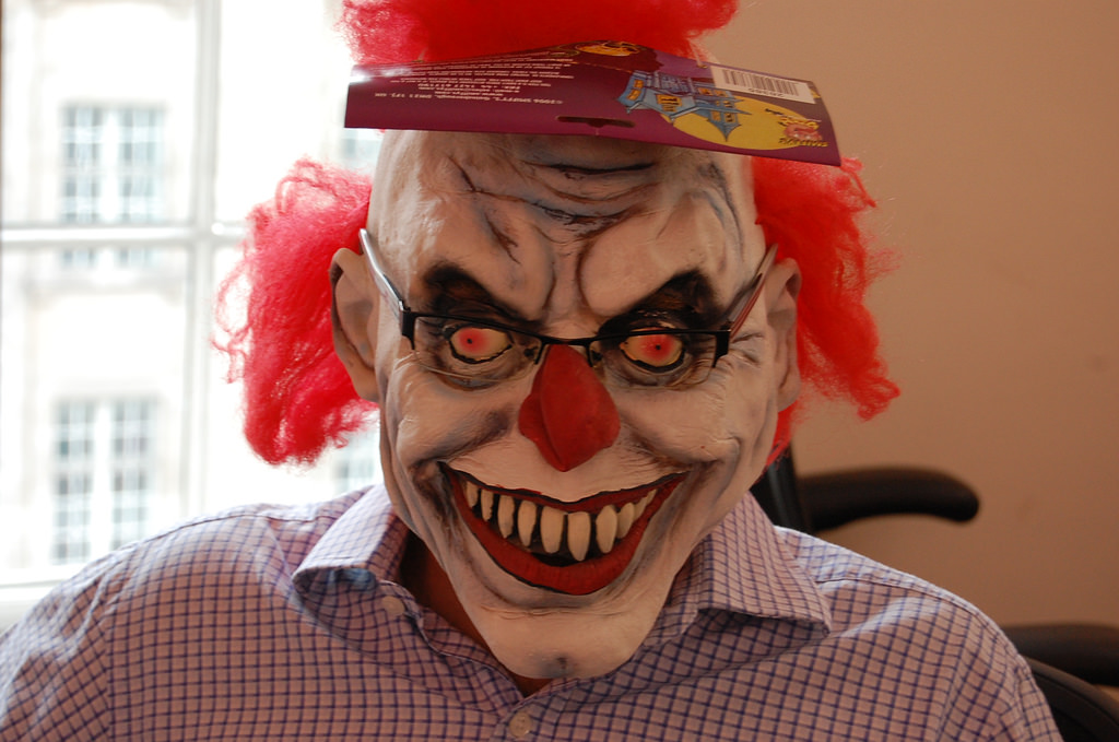 Do You Support This? Florida Parents Plan Armed Trick-Or Treating In Response To Clown Threats Featured