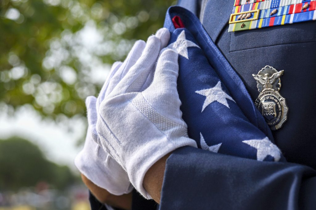 VIDEO: Huge crowd shows up to give unclaimed veteran an honorable burial