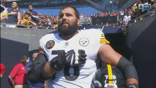 20170924115936 1 600x338 - NFL player, Army Ranger veteran Alejandro Villanueva is only Steeler to be on field for U.S. national anthem; rest stay in locker room (VIDEO)