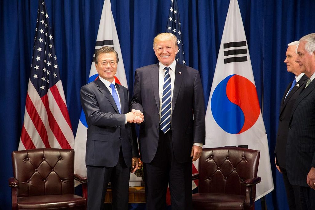 Moon stresses supporting US-North Korea dialogue