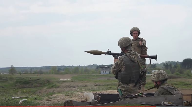Watch U.S. Soldiers Train The Ukrainian Army To Fire Rocket-Propelled Grenades Featured