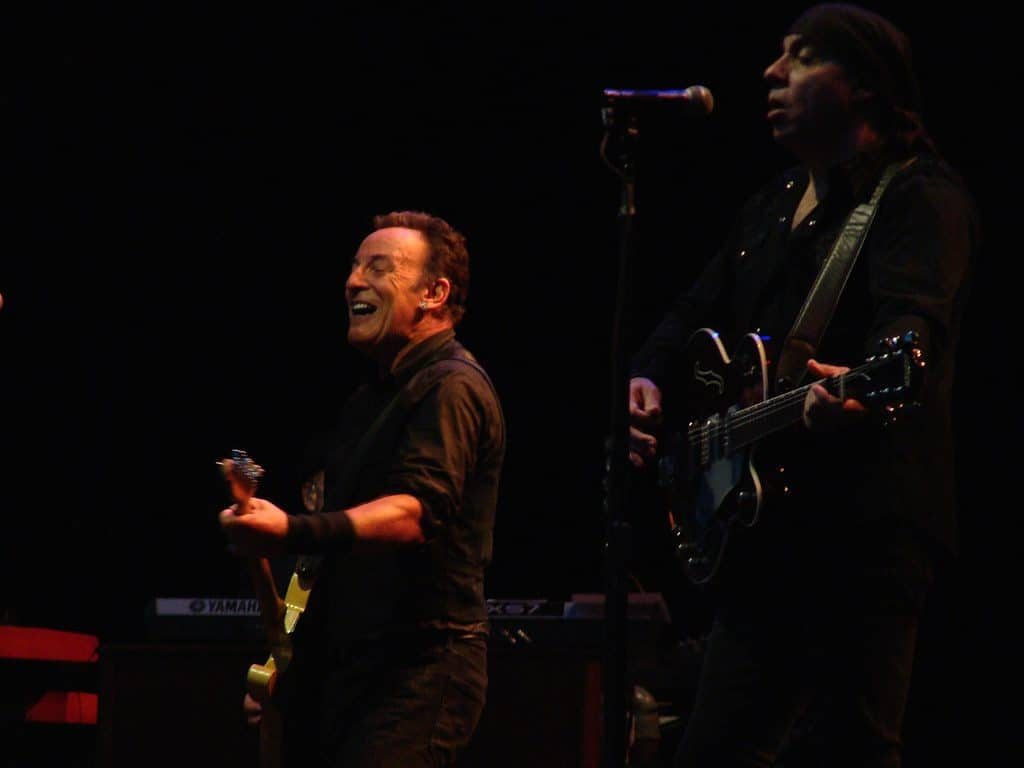 Bruce Springsteen and Jon Stewart to headline NJ fundraiser for veterans