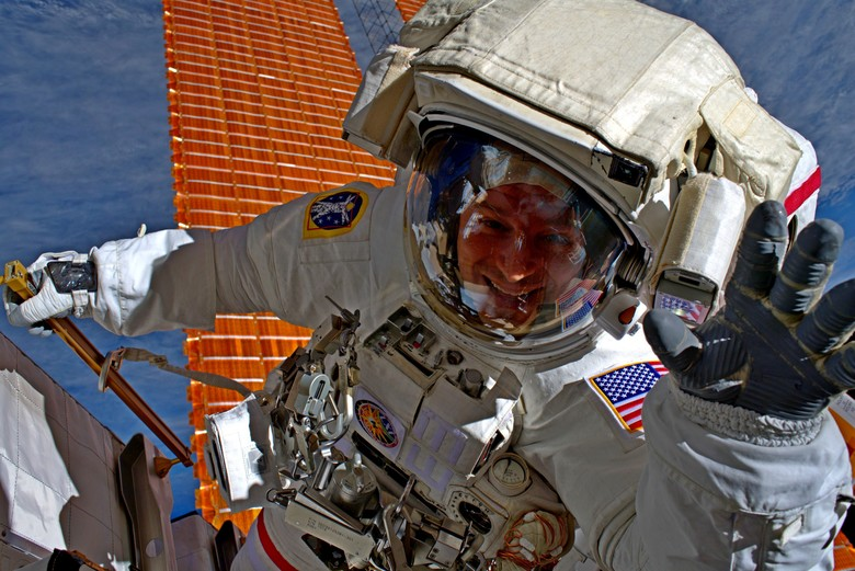 Army astronaut to administer oath of enlistment from space