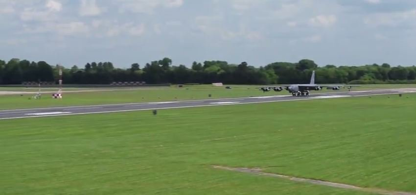 B 52 2 - Watch The B-52 Stratofortress Take Off And Land At The Royal Air Force Fairford Base