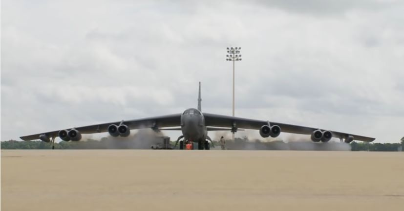 (VIDEO) Compilation Of B-52 Bombers During Takeoff & Landing Featured
