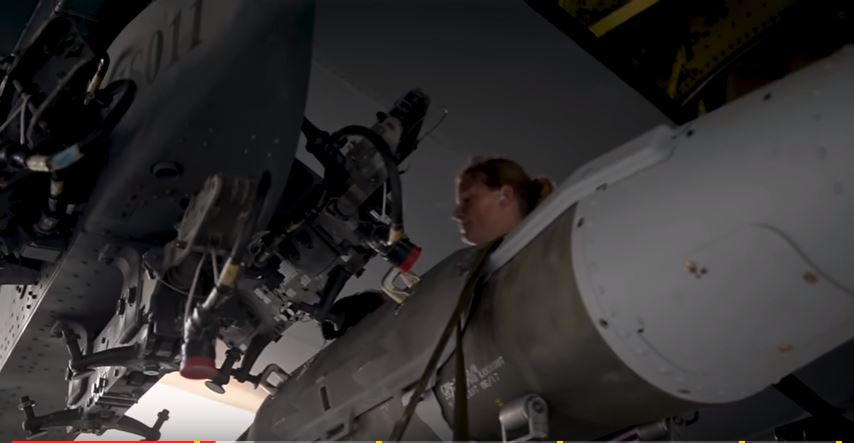 (VIDEO) Taking care of a B-52, the 'granddaddy' of US strategic bombers Featured