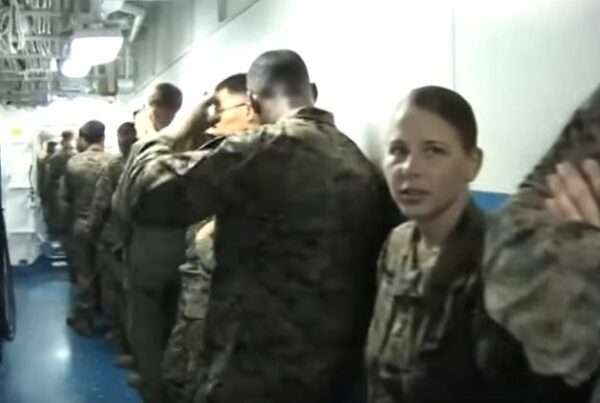 Capture 359 600x403 - (VIDEO) Learn what it's like to eat on board a US Navy ship