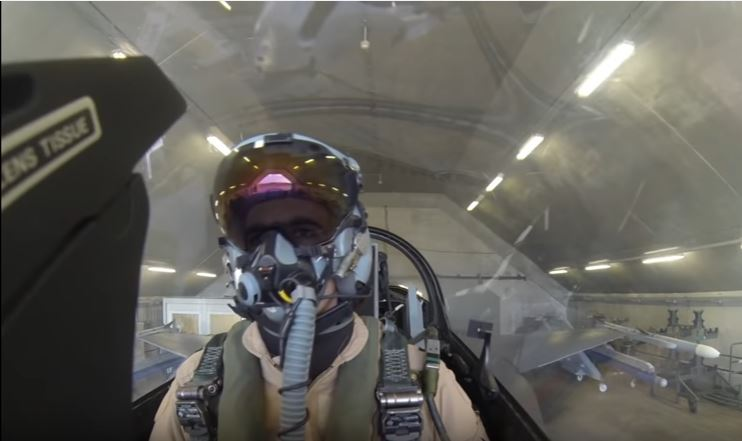 (VIDEO) This F-16 Air Combat Dogfight Training Will Make Your Head Spin Featured