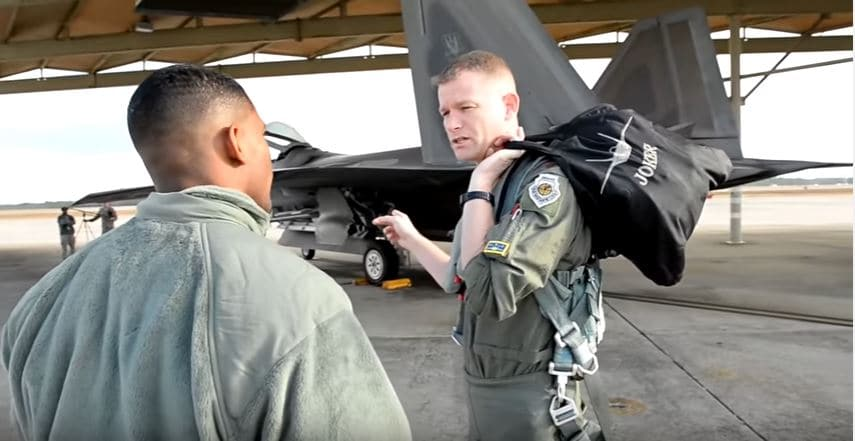 Listen To What Different U.S. Air Force Personnel Have To Say About The F-22 Featured