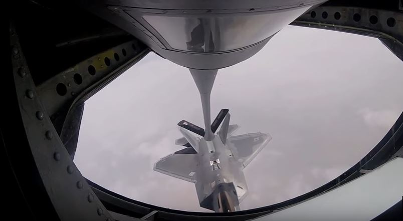 F 22 Refueling 1 - (VIDEO) Watch F-22 Raptors & F-16 Fighting Falcons Refueling Over Iraq