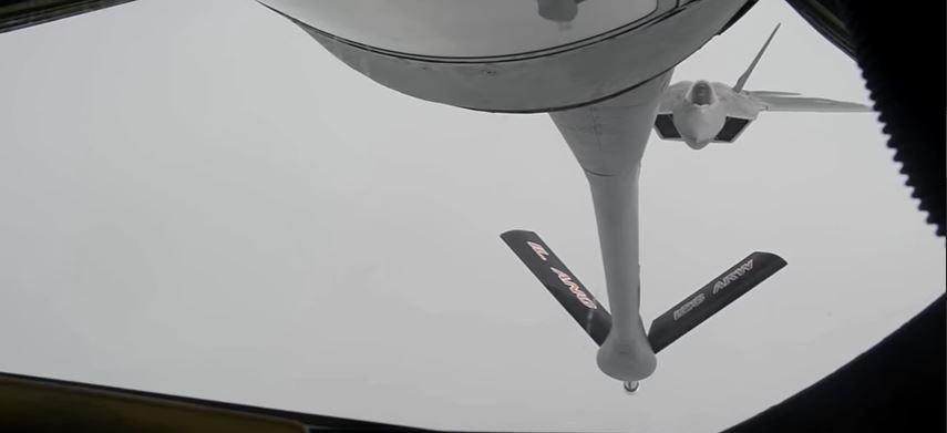 F 22 Refueling Operation - (VIDEO) Watch F-22 Raptors & F-16 Fighting Falcons Refueling Over Iraq