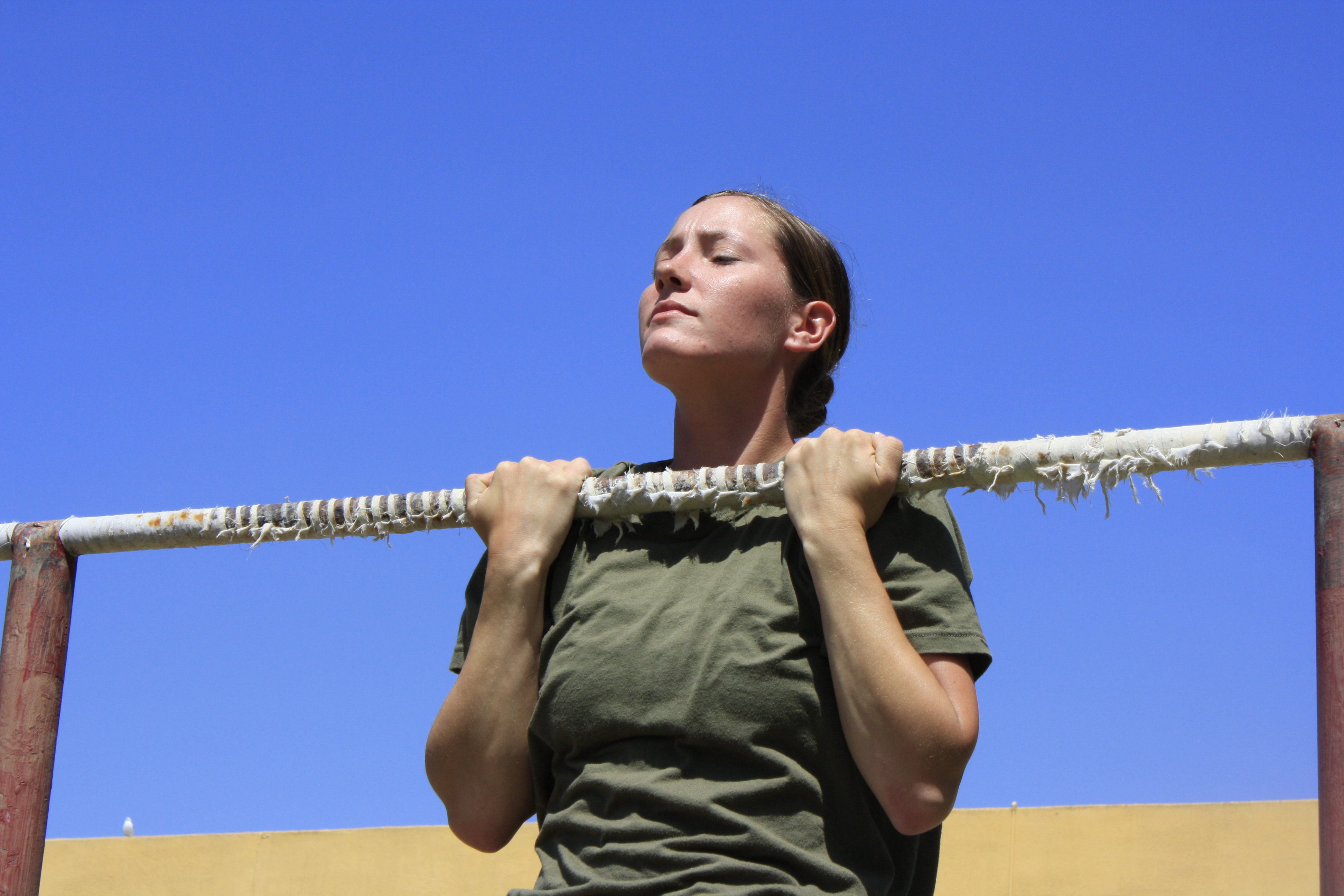 """New """"Politically Correct"""" Proposal: Marine Women Don't Need To Do Pull-Ups For Fitness Test Featured"""