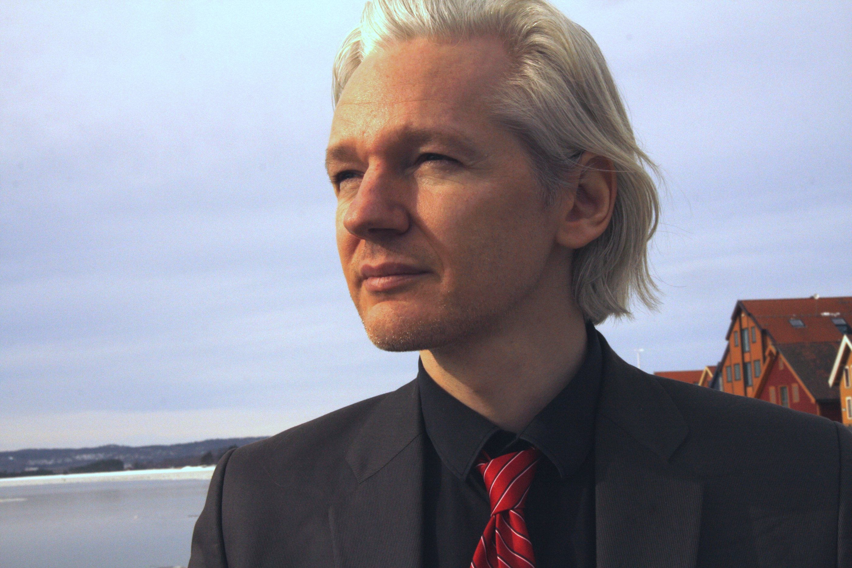 WikiLeaks: John Kerry Asked Ecuador To Cut Off Julian Assange's Internet Access Featured