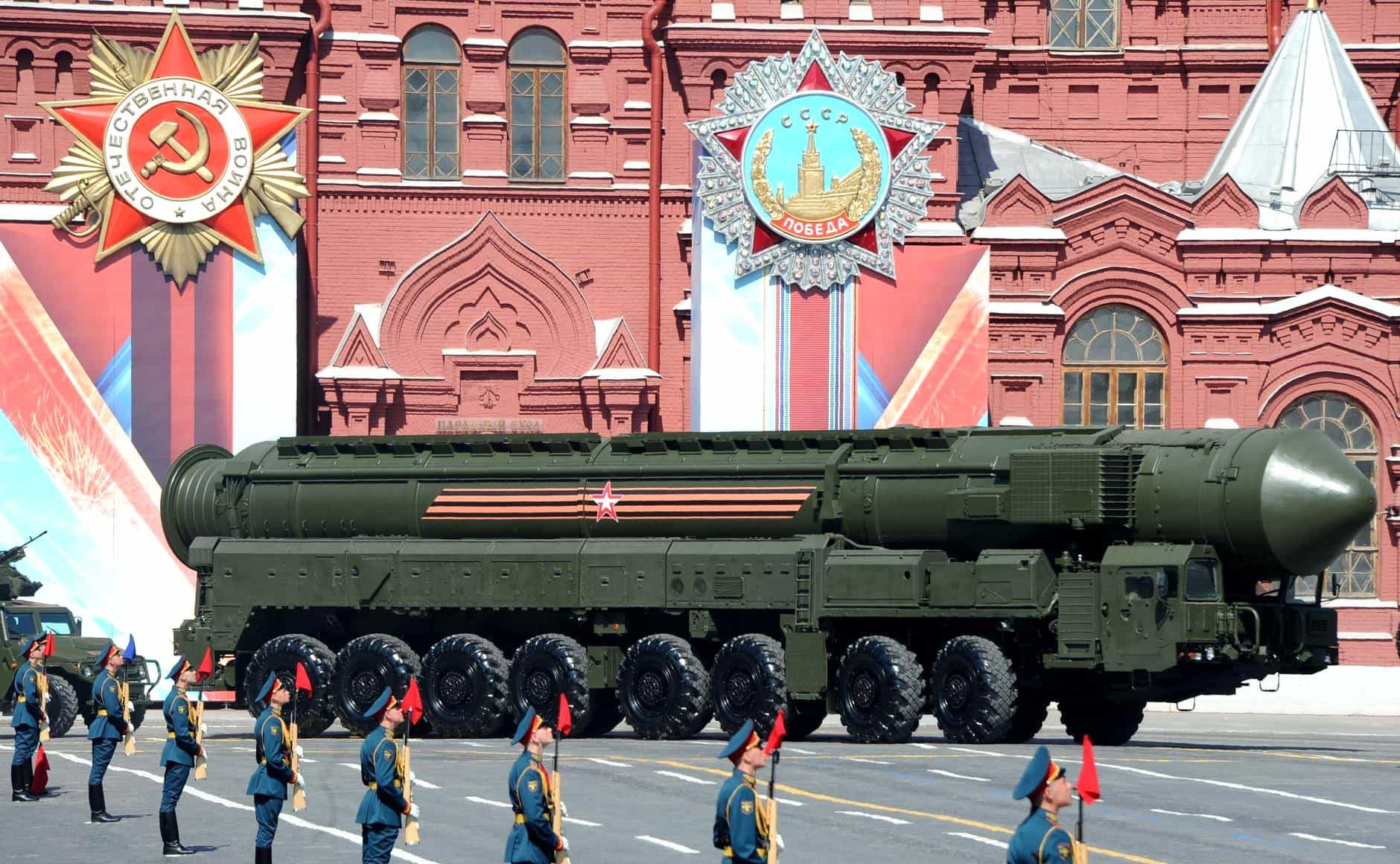 Military parade on Red Square 2016 05 09 037 - Russia is ready to build a train that can carry and fire 6 nuclear missiles