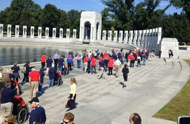 WWII Vets Knock Over Shutdown Barrier To Visit Memorial Featured