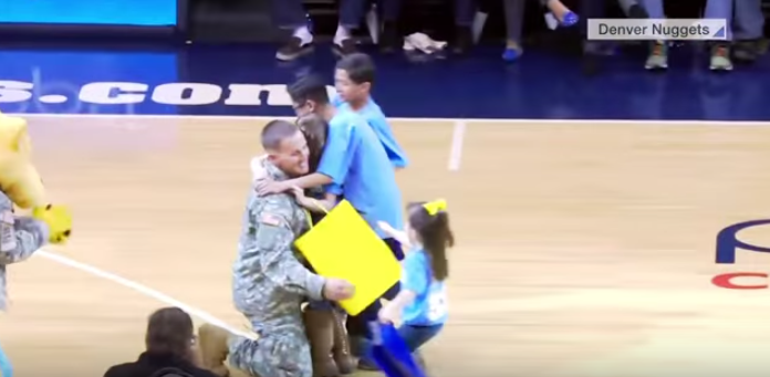 Military Dad Pulls Off AMAZING Homecoming Surprise Featured