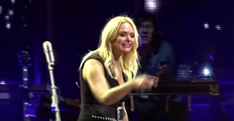 Soldier's Sign Brings Miranda Lambert's Concert To A Screeching Halt As She Is Reduced To Tears Featured