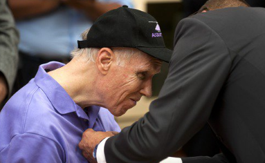 Vietnam Vet Receives Purple Heart 51 Years After Helmet Pieces Lodged In Brain By Helicopter Blade Featured