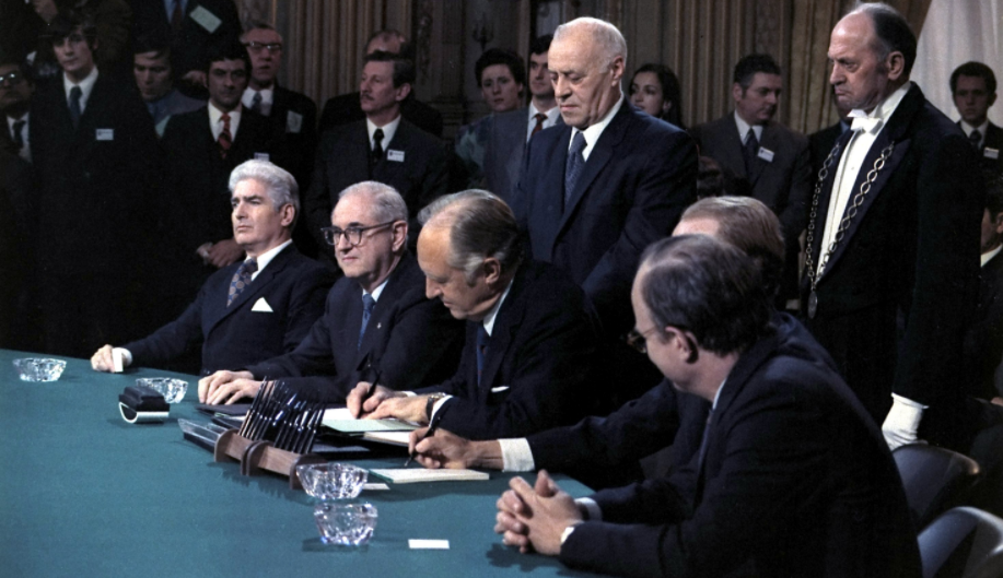This Day In History: The Paris Peace Accords Are Signed Bringing An End To American Participation In The Vietnam War Featured
