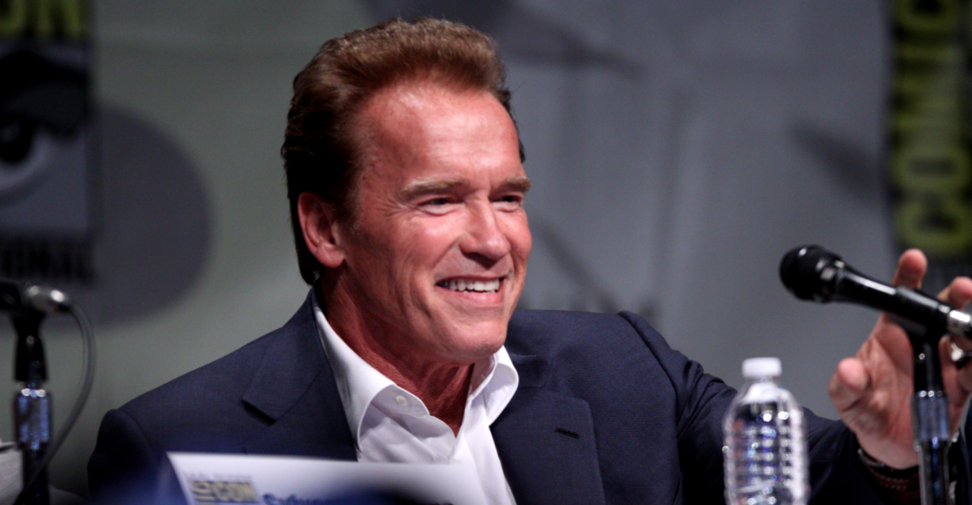 """Schwarzenegger On President Trump: I Wanted To """"Smash His Face Into A Table"""" Featured"""