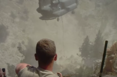 (VIDEO) Watch A Chinook Recover An Apache That Crashed Into A Mountain Featured