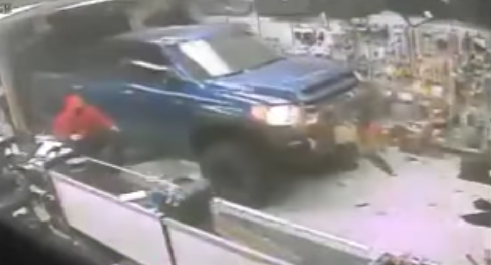 (VIDEO) Robbers Drive Truck Through Gun Store Window & Take Off With Firearms Featured