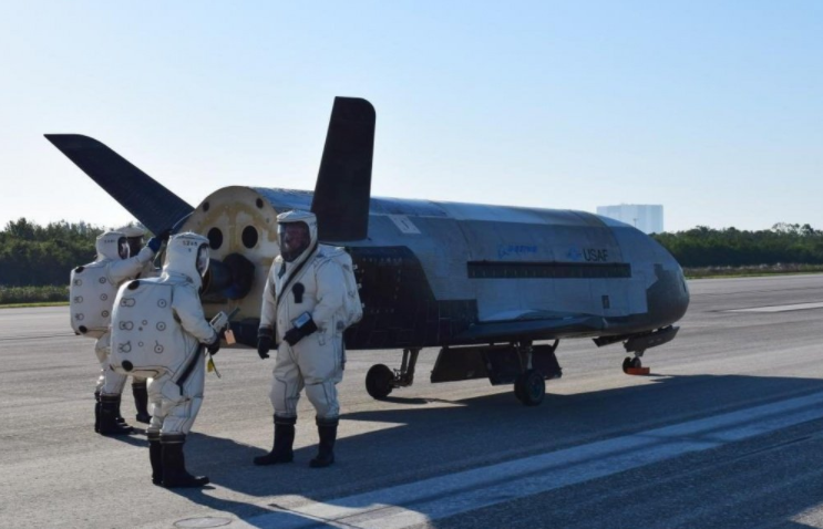 Screen Shot 2017 05 08 at 4.36.08 PM - Here's Everything We Know About The Mysterious Air Force Plane That Just Landed After 2 Years In Space