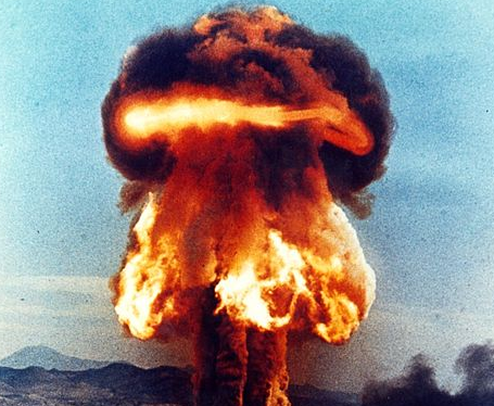 If A Nuclear Bomb Explodes Nearby, Here's Why You Should Never, Ever Get In A Car Featured