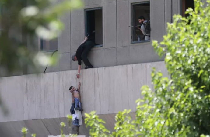 ISIS Delivers Double Blow: At Least 12 Dead In Iran After Gunmen Dressed As Women Attack Parliament While Suicide Bombers Devastate Shrine Featured
