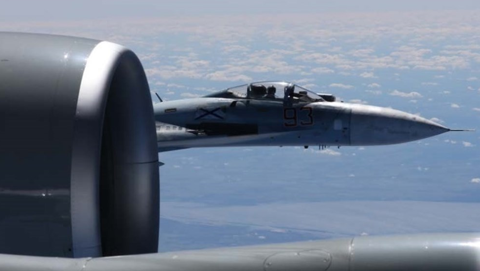(PHOTOS) New images show just how close an armed Russian jet came to an Air Force recon plane Featured