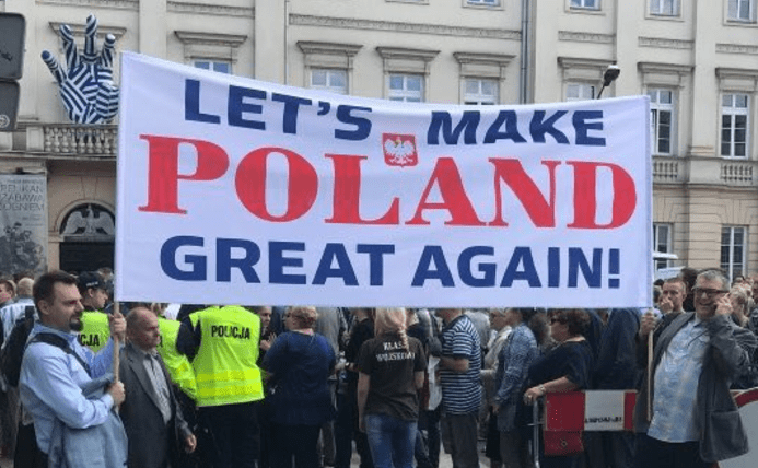 Crowd chants 'USA' and 'Donald Trump' during President's Warsaw visit Featured
