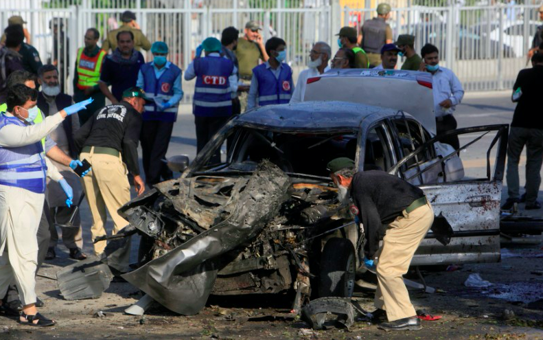 Screen Shot 2017 07 24 at 12.52.17 PM - Suicide bomber in Pakistan's Lahore kills 25, many of them police