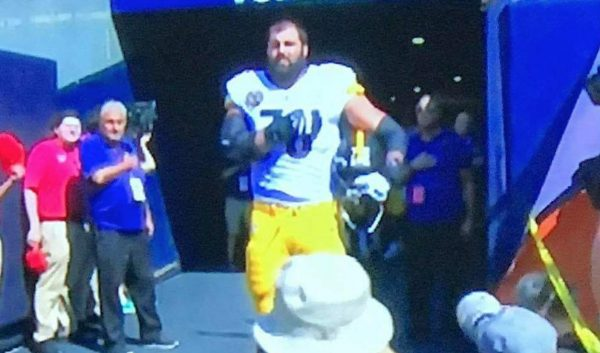 Screen Shot 2017 09 24 at 1.44.31 PM 600x353 - NFL player, Army Ranger veteran Alejandro Villanueva is only Steeler to be on field for U.S. national anthem; rest stay in locker room (VIDEO)