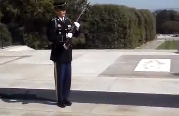 (Video) Don't Mess Around At The Tomb: Soldier Silences Laughing Crowd Featured