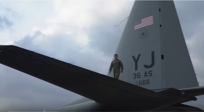 (VIDEO) Watch U.S. Air Force Special Operations SERE Airmen Perform Night-Time Static & HALO Jumps Featured