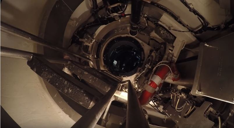 Top Look From Fast Attack Submarine - (VIDEO) Topside View In The Conning Tower Of A U.S. Fast Attack Submarine
