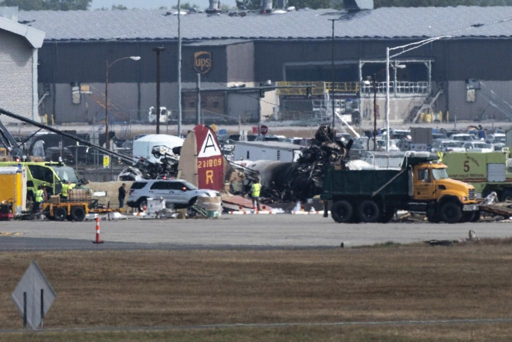 US senator questions FAA exemption that allowed passengers to fly in B-17 after crash kills 7 and injures 7