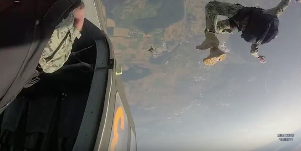 Watch U.S. Marine Corps Special Ops And German Naval Special Ops Free Fall From 15,000 Feet – In HD Featured