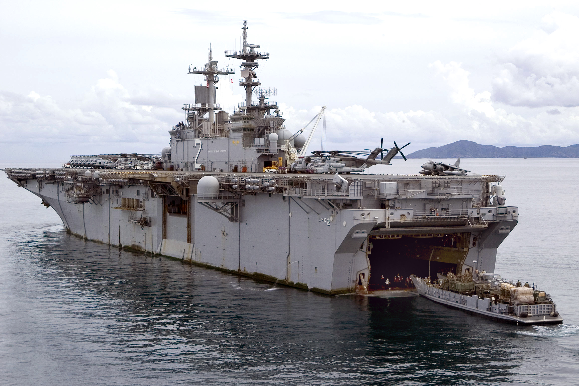 USS Essex Thailand - See What The Living Quarters For A Marine Are Like Aboard The USS Essex