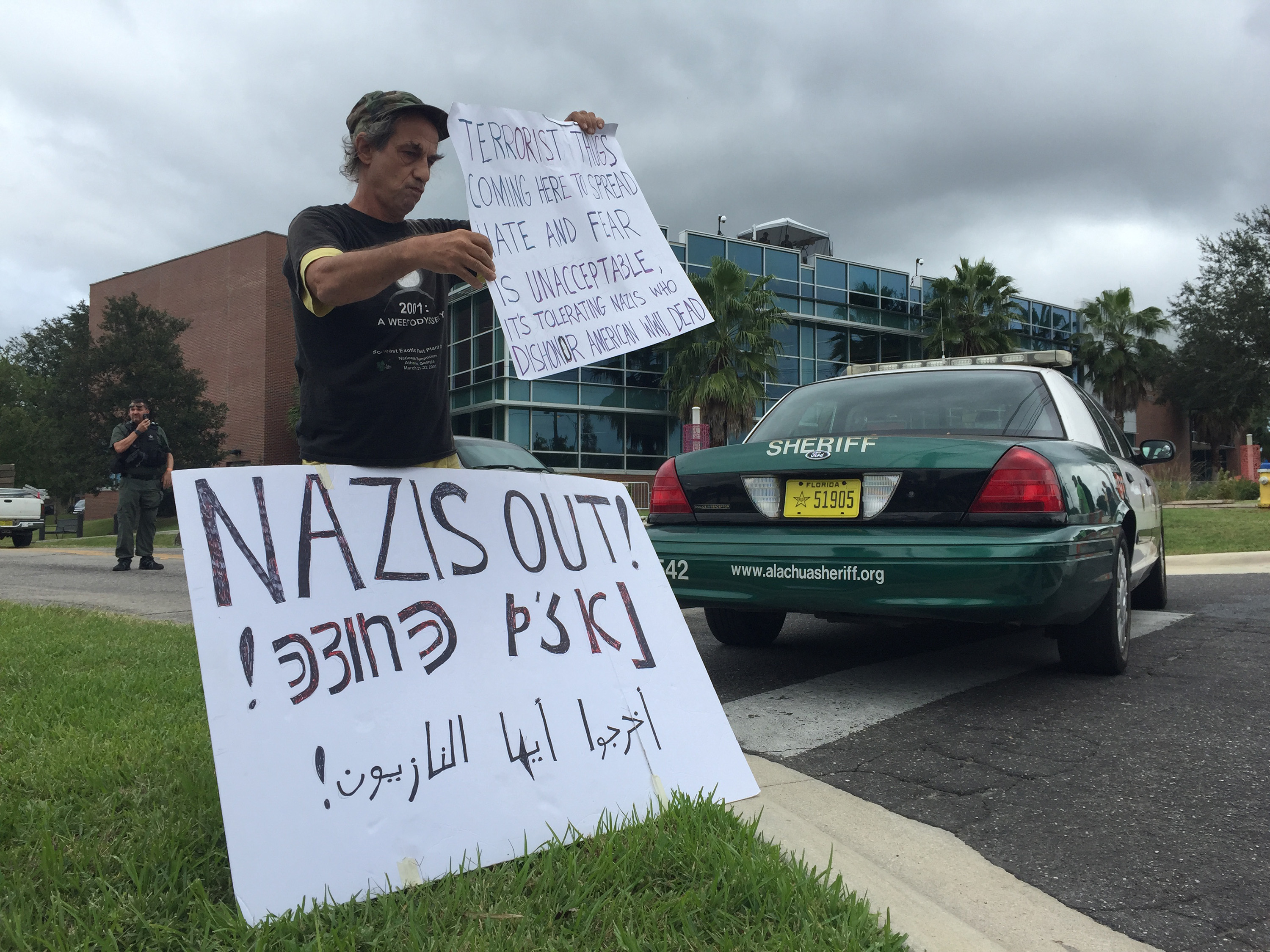 US NEWS CMP FLA WHITENATIONALIST 1 OS - University of Florida and local authorities brace for speech by white nationalist Richard Spencer