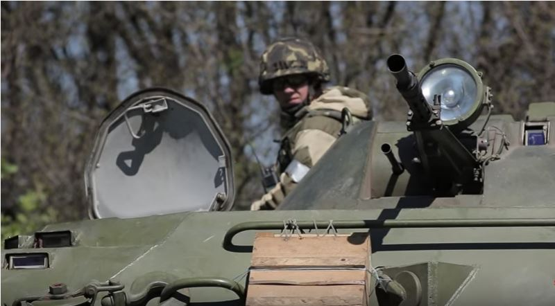 Watch Footage Of Ukrainian Army Soldiers Encountering Separatists In Sloviansk During The Crisis In Eastern Ukraine Featured