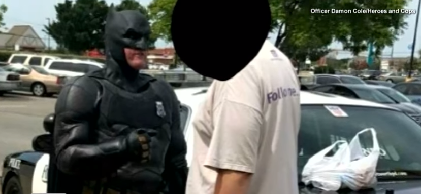 batman 1 - Off-duty cop dressed as Batman stops shoplifter from stealing 'Lego Batman' movie