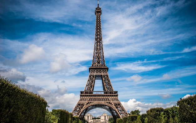 Bullet-Proof Glass Wall To Be Built Around Eiffel Tower To Protect Against Terrorism Featured